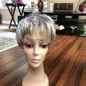 Short med grey wig.